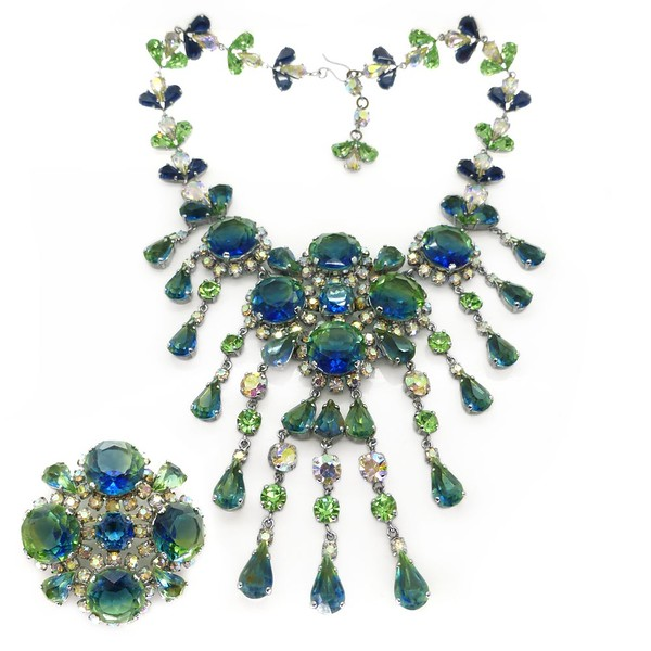 VINTAGE 1960S FRANCIS WINTER FOR CHRISTIAN DIOR BLUE & GREEN BI-COLOUR GLASS NECKLACE & BROOCH SET