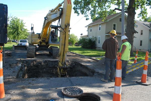 05-31-17 NEWS Pearl St. manhole