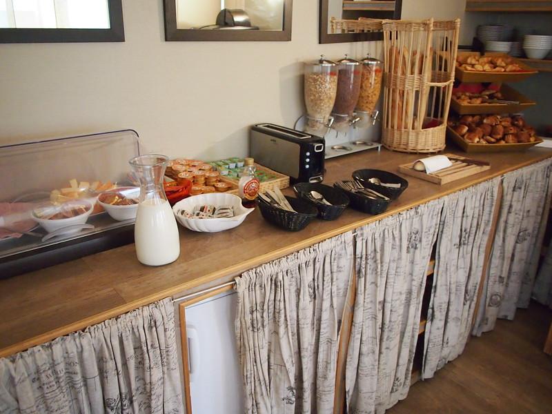 P7286392-hotel-breakfast.JPG