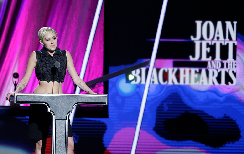 . Miley Cyrus presents Joan Jett & the Blackhearts at the Rock and Roll Hall of Fame Induction Ceremony Saturday, April 18, 2015, in Cleveland. (AP Photo/Mark Duncan)