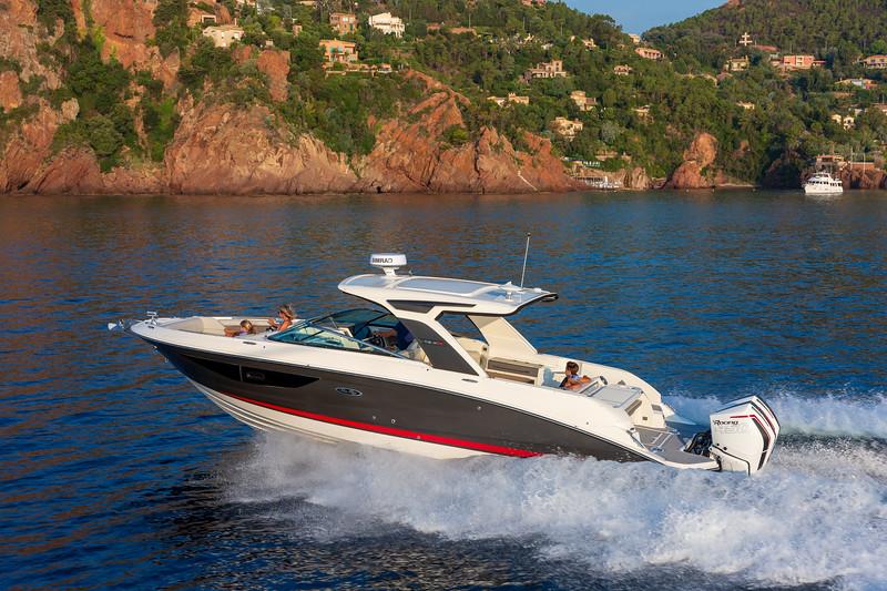 2020-SLX-R-350-Outboard-Lifestyle-3.jpg