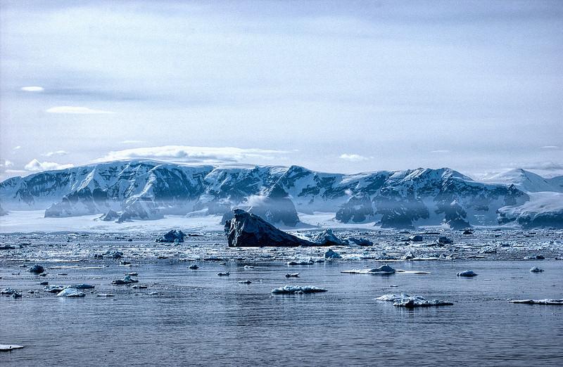 crossing antarctic circle 37-Edit.JPG