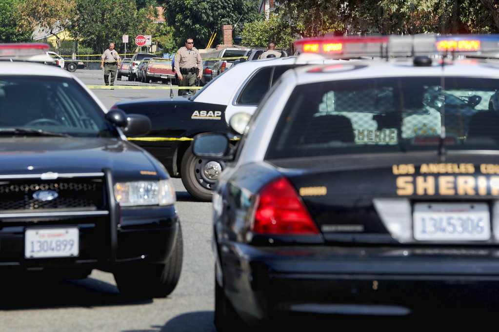 . Los Angeles County sheriff\'s officials investigate a shooting at a business where a man is found dead 10700 block of Weaver Avenue in South El Monte on Tuesday, June 18, 2013. (SGVN/Staff photo by Walt Mancini)
