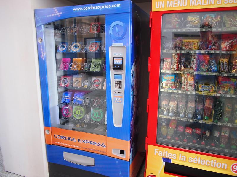 P7256123-vending-machine.JPG