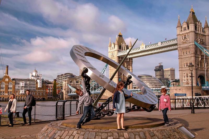 FamilyPassport - travel  photoshoot in London  by Ewa Horaczko 8.jpg