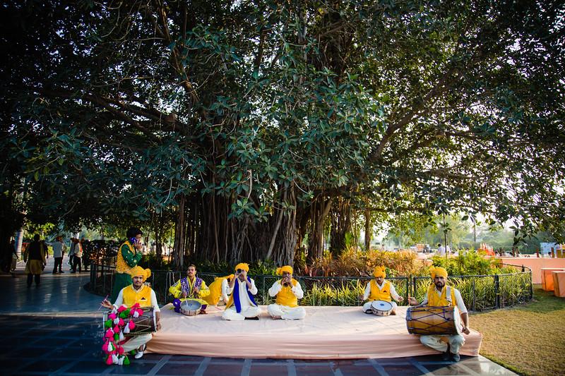 Candid Wedding Photographer Ahmedabad-1-149.jpg