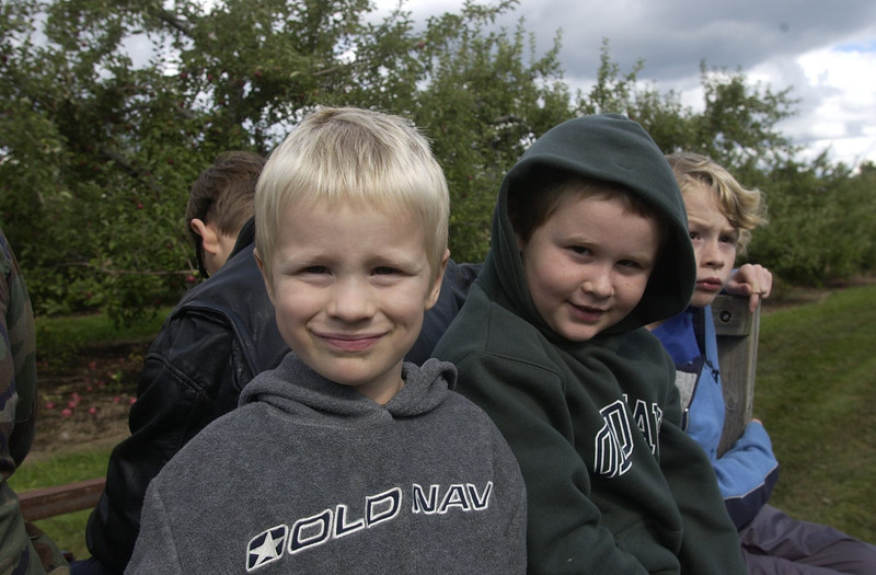 10/5/03  Russ Dillingham/Sun Journal Fall Harvest Festival at Lost Valley and Apple Ridge