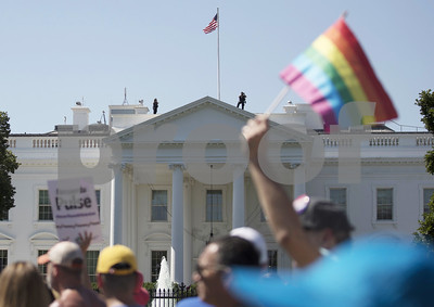 us-court-bars-trump-from-reversing-transgender-troops-policy