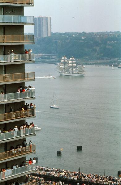 1976_07-04 BiCentenial Fleet in NYC.jpg