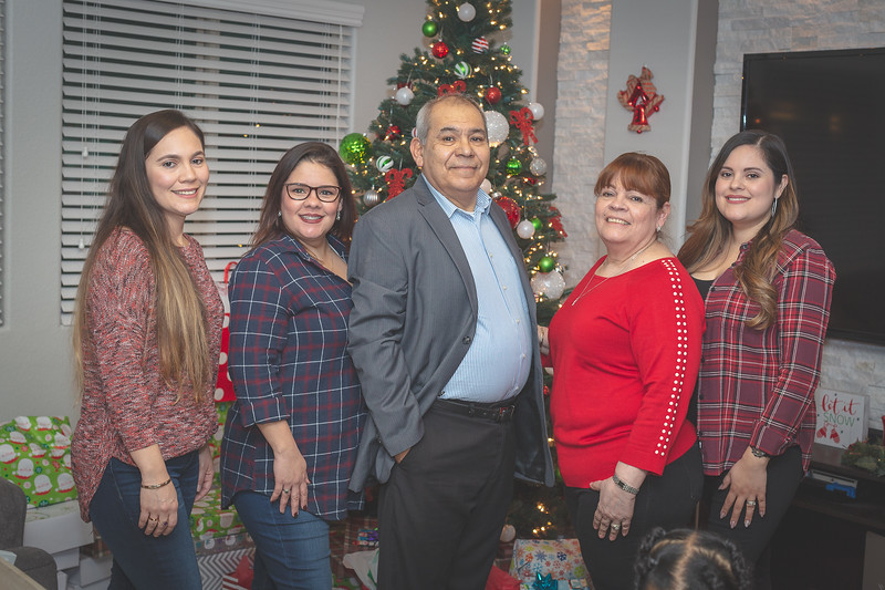 Gonzalez Christmas 2018 (96 of 105).jpg