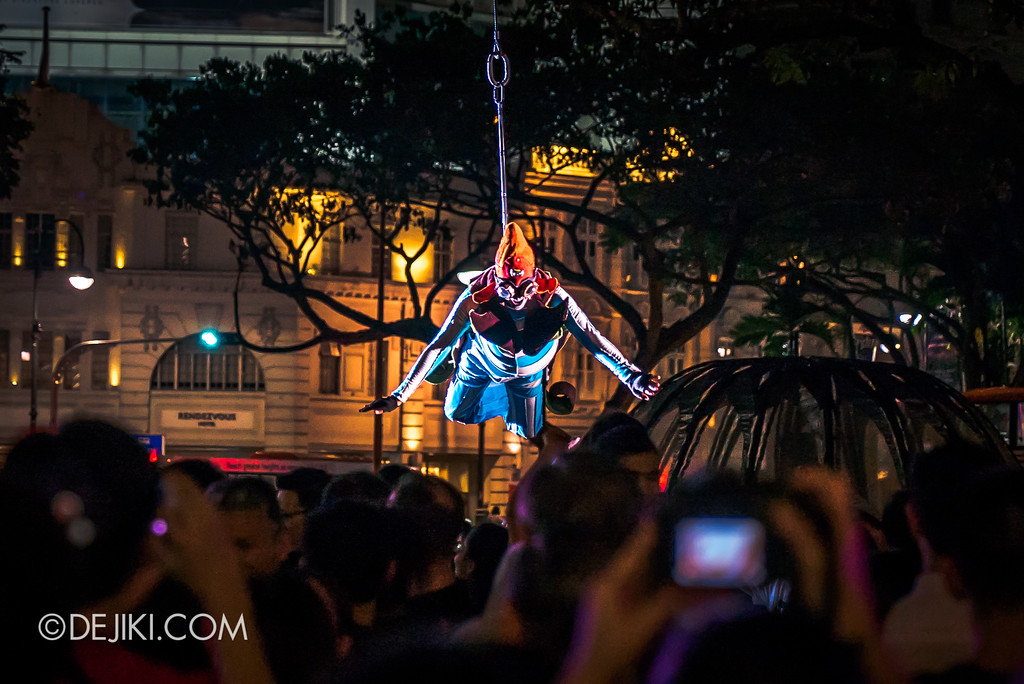 Singapore Night Festival / GLOBE by Close-Act Theatre show - Flying man's last flight