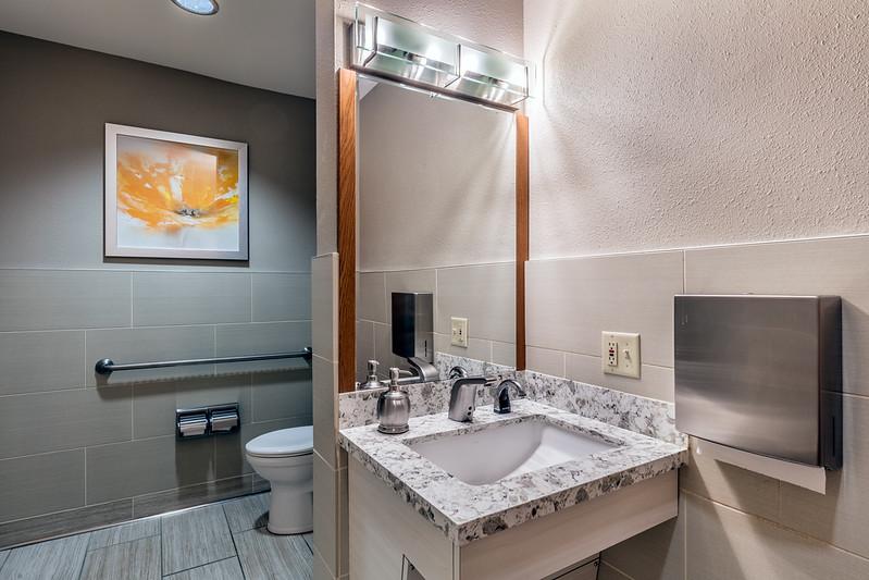 Bathroom-IMG_7468-HDR.jpg