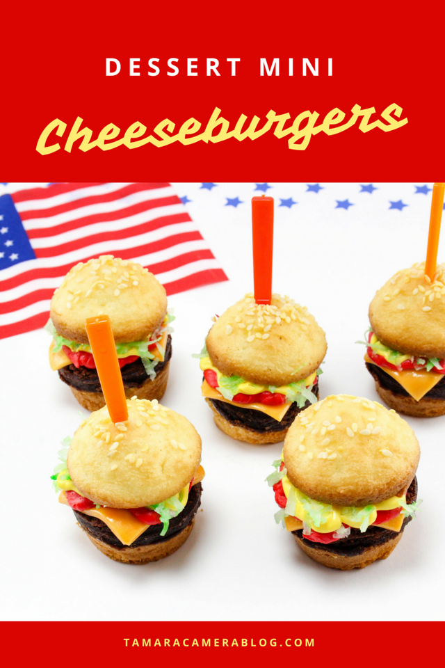 Dessert Mini Cheeseburgers might be the most adorable and delicious recipe ever. Use them for kid parties or upcoming barbecues and holiday weekends #recipe