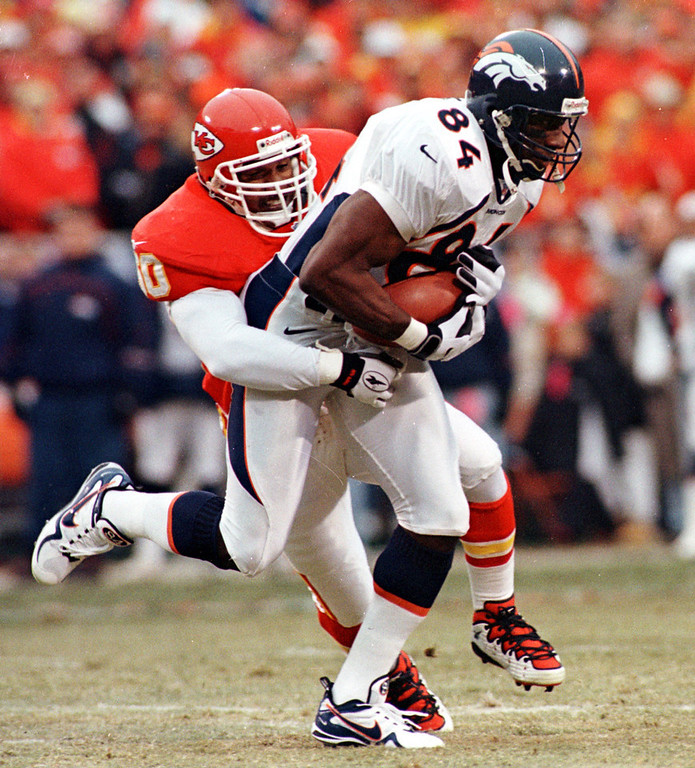 . For the third consecutive year the AFC\'s top seed fell in the divisional playoffs, as the Chiefs fell to the Broncos. Denver running back Terrell Davis ran for 101 yards and two touchdowns to lead the Broncos to victory. Denver won the game 14-10.   Denver Broncos Shannon Sharpe catches a first quarter pass for a 1st down agianst the Kansas City Chiefs in Kansas City, Sunday, Jan. 4, 1998.