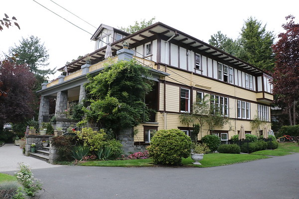 Abbeymoore Manor, Victoria BC - 21 to 29 September 2017