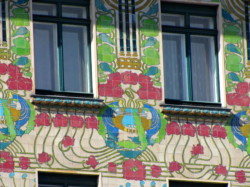 15-Majolica Haus detail. In 1899, Otto Wagner left the Künsterhaus which had recommended him for these two biuildings and joined the Secessionists.