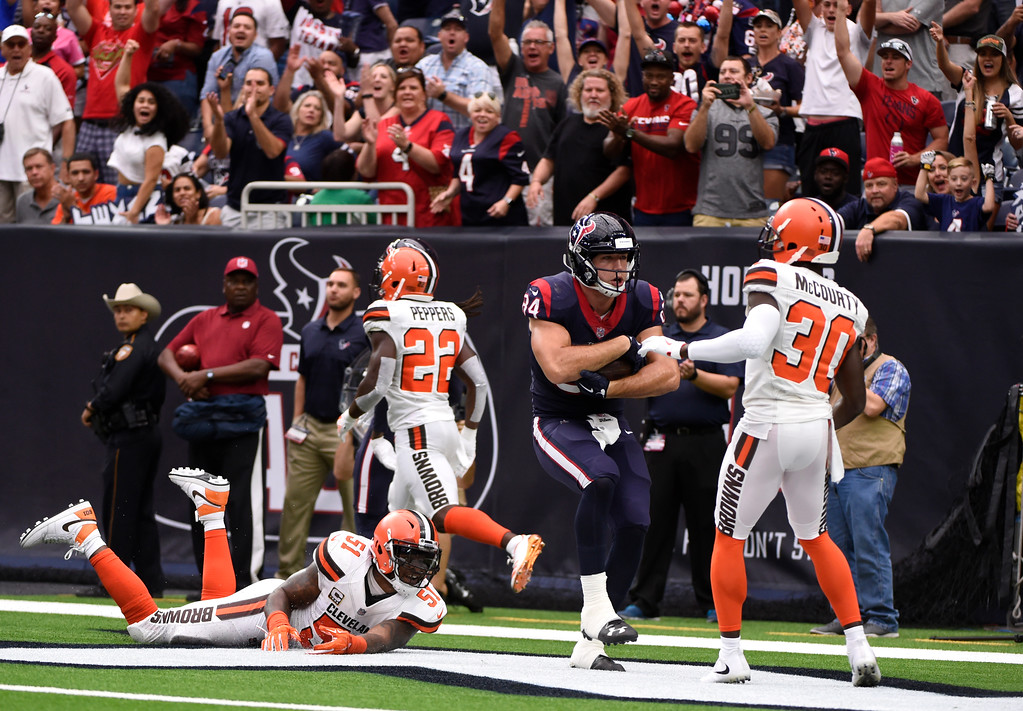 . Houston Texans tight end Ryan Griffin (84) catches a pass for a two-point conversion in front of Cleveland Browns linebacker Jamie Collins Sr. (51), Jabrill Peppers (22) and Jason McCourty (30) in the first half of an NFL football game, Sunday, Oct. 15, 2017, in Houston. (AP Photo/Eric Christian Smith)
