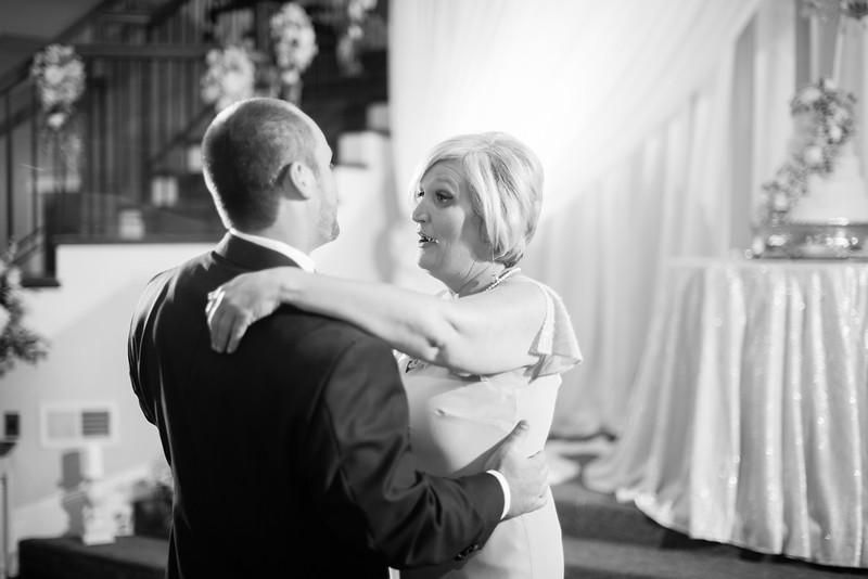 0916_Josh+Lindsey_WeddingBW.jpg
