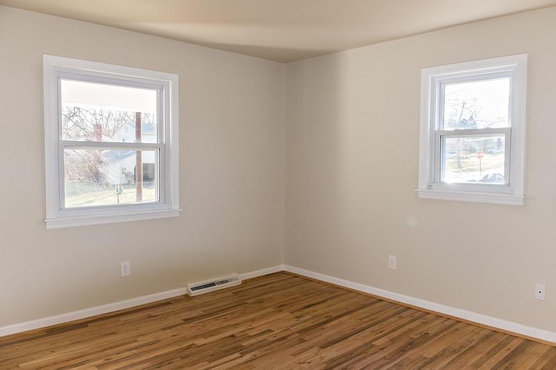 shady-fuji-upstairs-bedroom2-0558.jpg