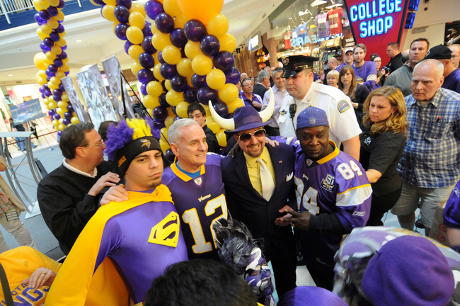 ". <p>9. MARK DAYTON <p>Good luck paying for that Vikings stadium with that $0 pull tab windfall! (3) <p><b><a href=\'http://www.twincities.com/politics/ci_24106978/wilfs-should-pay-vikings-share-stadium-dayton-says\' target=""_blank\""> HUH?</a></b> <p>     (Pioneer Press: Sherri LaRose-Chiglo)"