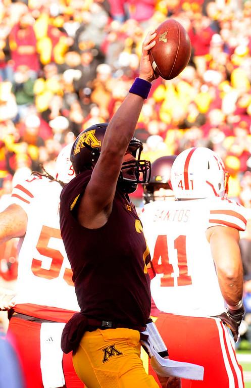. Minnesota quarterback Mitch Leidner celebrates after scoring a first quarter rushing touchdown. (Pioneer Press: Scott Takushi)