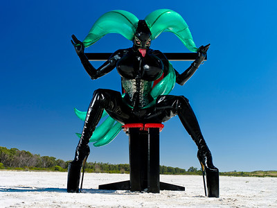 Alien Showgirl on 12 Inches