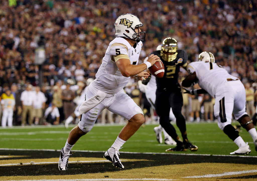 . GLENDALE, AZ - JANUARY 01: Quarterback Blake Bortles #5 of the UCF Knights scrambles against the Baylor Bears during the Tostitos Fiesta Bowl at University of Phoenix Stadium on January 1, 2014 in Glendale, Arizona.  (Photo by Ronald Martinez/Getty Images)