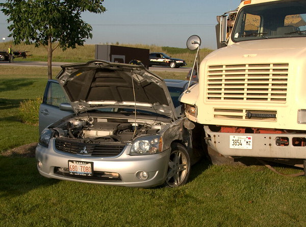 South Elgin - Aug 11, 2009 - 3 Injured in crash with semi loaded with heavy equip,