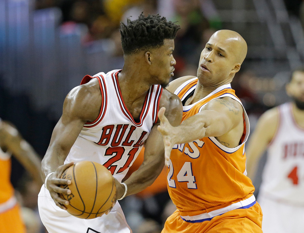 . Chicago Bulls\' Jimmy Butler (21) drives against Cleveland Cavaliers\' Richard Jefferson (24) in the first half of an NBA basketball game, Wednesday, Jan. 4, 2017, in Cleveland. (AP Photo/Tony Dejak)