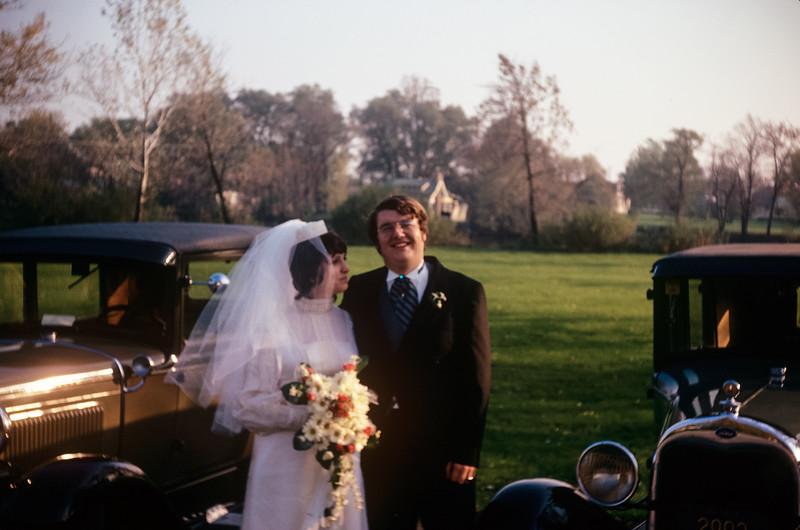 1971-11 Sue & Chuck Broad Wedding-2.jpg