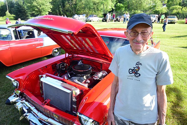 Car show at Ozzie's Steak and Eggs - 062719