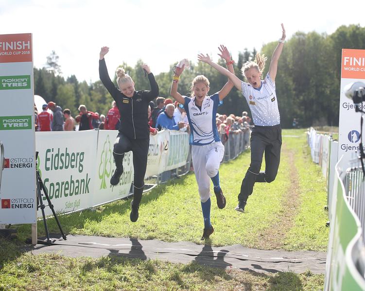 Lotta Karhola (vas.), Henna-Riikka Haikonen, Sari Anttonen maailmancupin viestin 3.