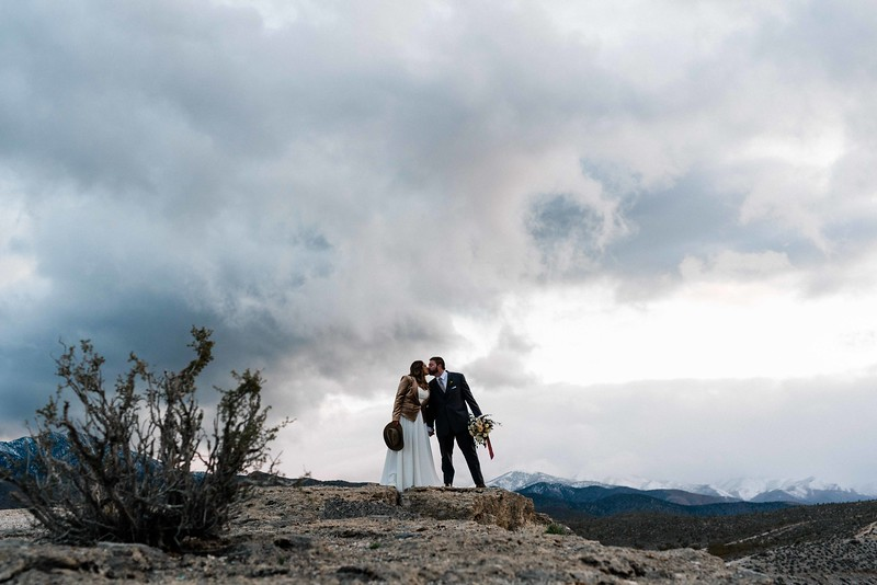 Las Vegas Elopement in the desert with mountain veiws - Elopement vs Wedding -Kristen Krehbiel Kristen Kay Photography-55.jpg
