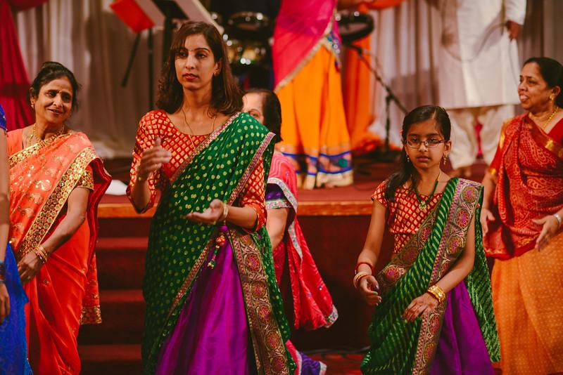 Charmi & Abhi Garba (187 of 578).jpg