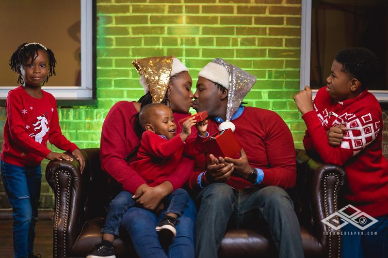 Johnson Family Christmas 2019-06524.jpg