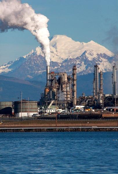 Baker, oil refinery 0310.jpg