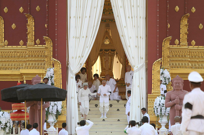 . Queen Mother Monineath Sihanouk (centre L) and King Norodom Sihamoni (centre R) walk during the cremation ceremony of Cambodia\'s late King Norodom Sihanouk in Phnom Penh February 4, 2013. Tens of thousands of Cambodians gathered on Monday to pay their last respects to former King Norodom Sihanouk, a quixotic and much-loved figure who reigned during the country\'s struggle for independence but was powerless to prevent decades of war. REUTERS/Samrang Pring