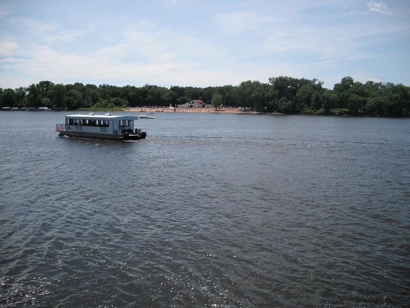 2009-07-11 Houseboat on the Mississippi River in La Crosse WI.JPG