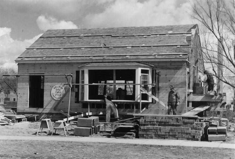 AR052.  House under construction – 1950‡.jpg