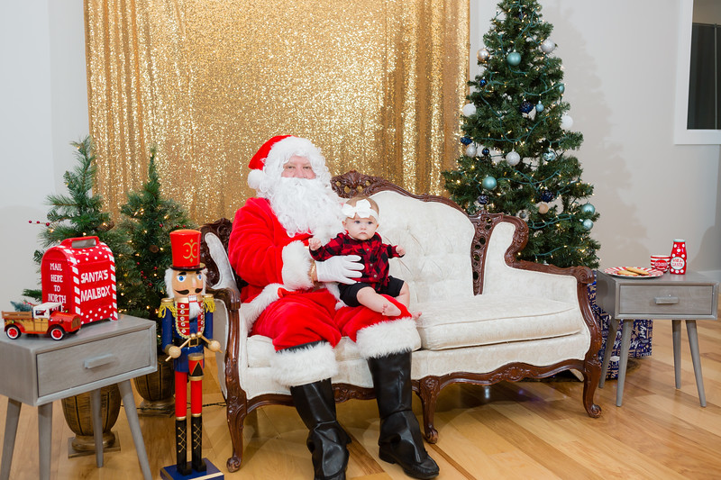 FADS Picture with Santa-322.jpg