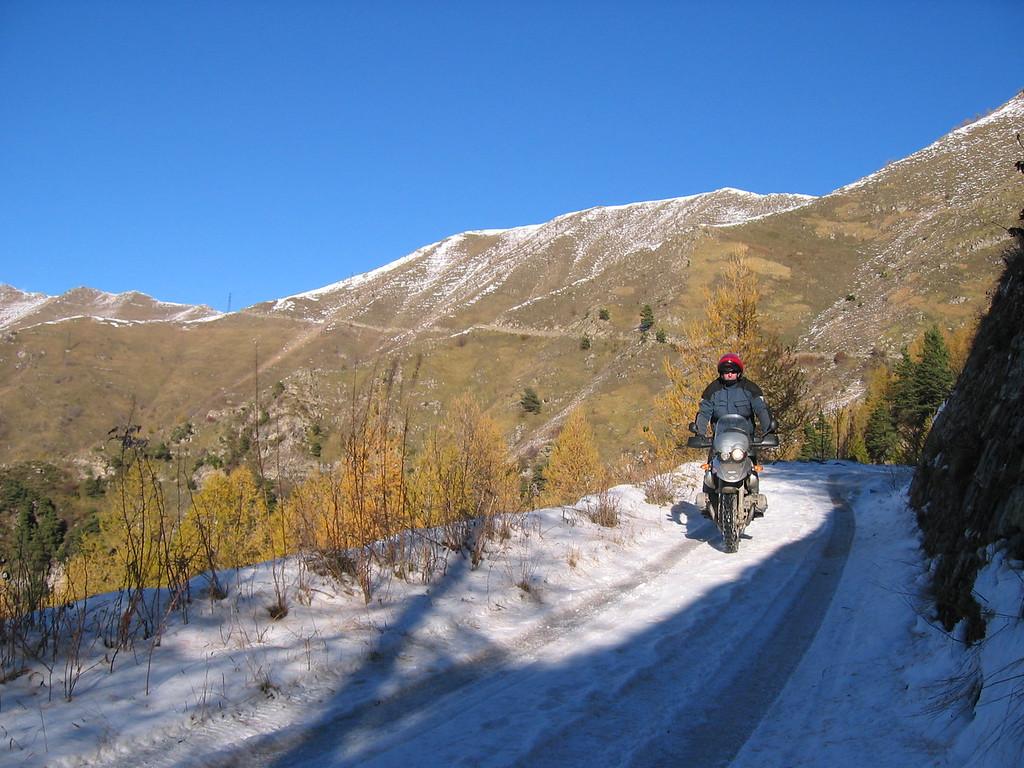 yep ooit zelfs éénmaal in de sneeuw... november 2004. De mast in de verte is de pashoogte van Tanarello