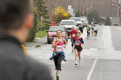 2005 Comox Valley Half Marathon - ComoxHalf2005-Al-Livsey-108.jpg