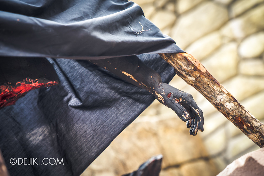 Universal Studios Singapore Halloween Horror Nights 8 / Cannibal scare zone prop hand burned
