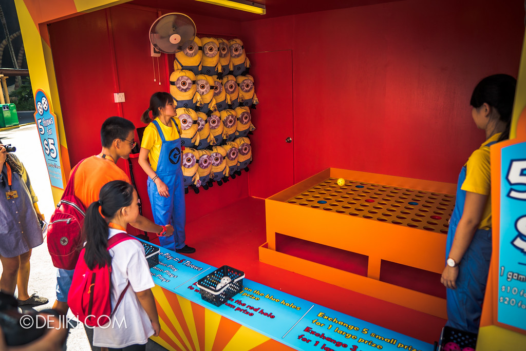 Despicable Me Breakout Party at Universal Studios Singapore / Minion Mishap ball toss game
