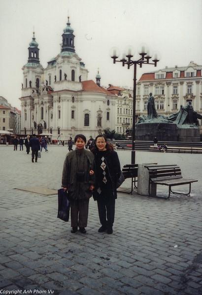 Co Lan Huong Visit 90s 23.jpg