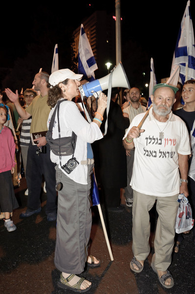 The walk started: Nadia Matar and Shmuel Bani