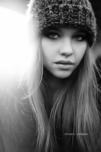 68d2506cb1a971b5c4d997ea6feb3e91--winter-senior-photography-girl-photography.jpg