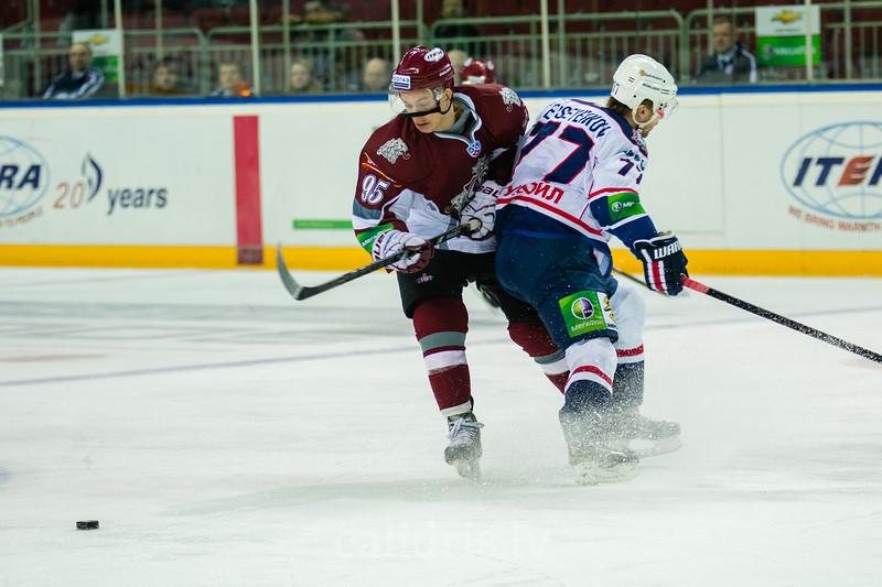 Yevseyenkov Alexander (77) stops Juris Upitis (95)