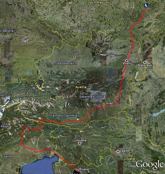 Dlouhá cesta domù. Pùvodnì zamýšlena zastávka v Dolomitech, ale poèasí bylo zkrátka proti nám, takže nakonec ujetu prakticky na jeden zátah (s asi tøemi krátšými zastávkami, pochopitelnì).