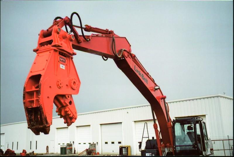 NPK U21J concrete pulverizer on Link-Belt excavator (32).JPG